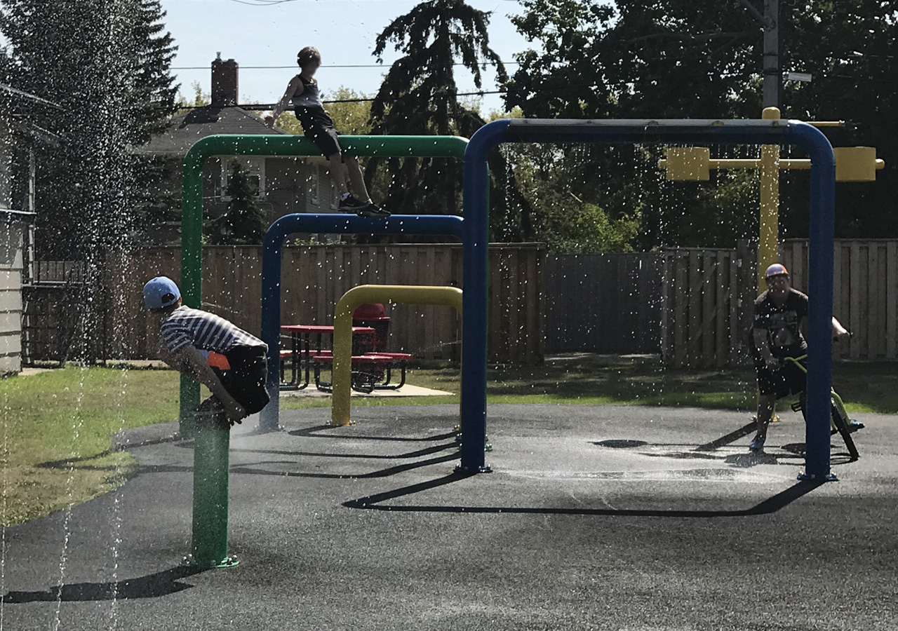 dundurn splash park kids fun in dundurn